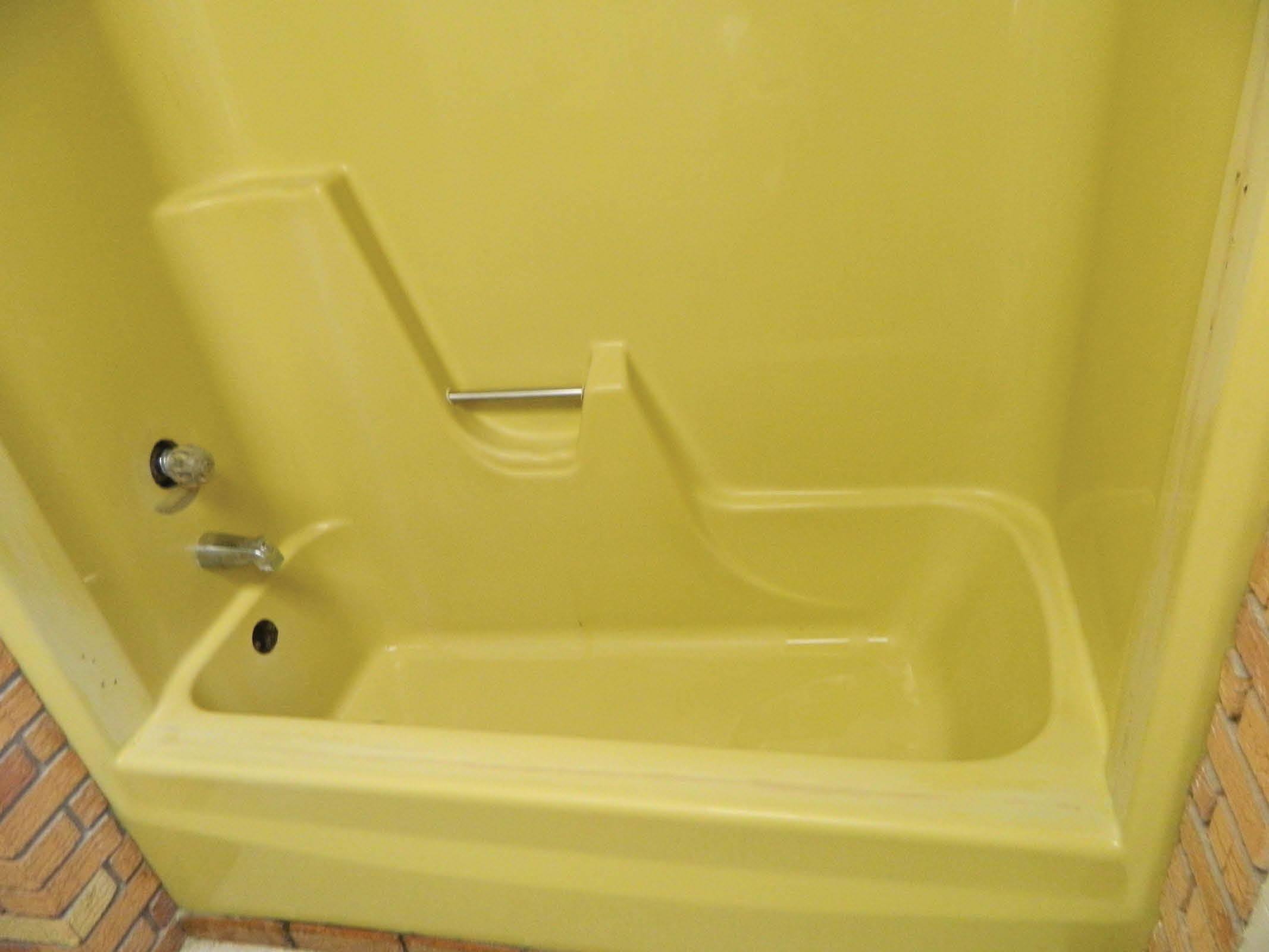 Superieur Yellow Bathtub Before